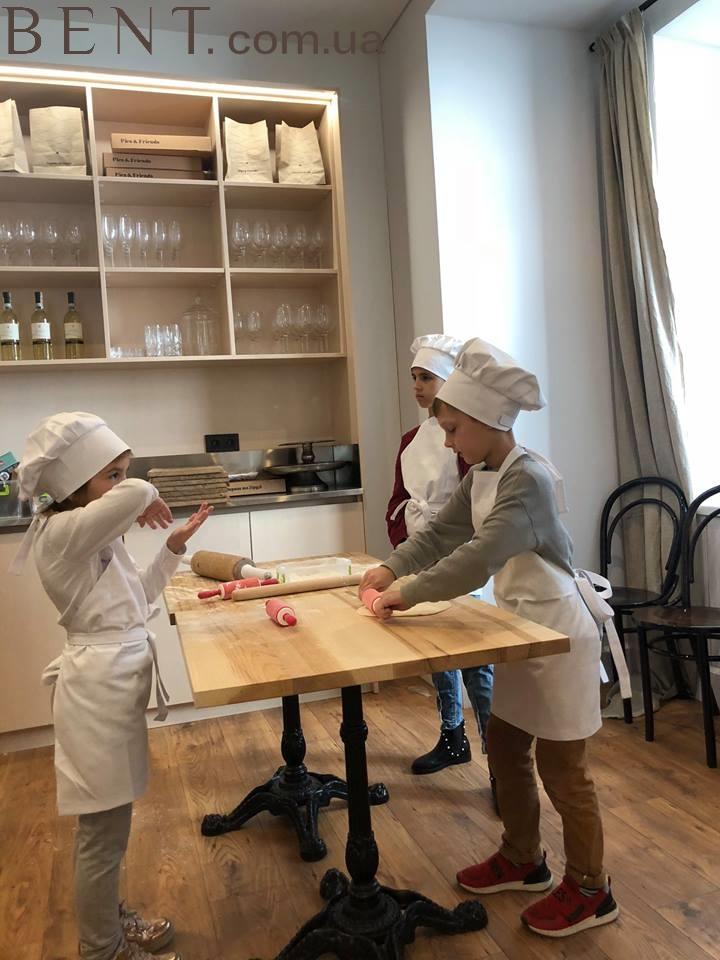 Венские стулья для кухни Bent.com.ua в кафе Пироги та друзі