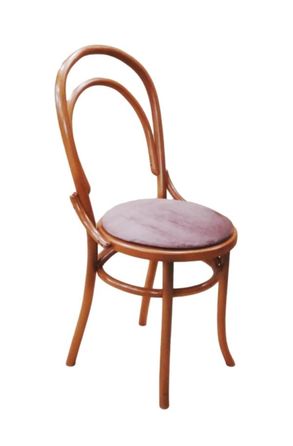 Деревянный стул с мягким сиденьем