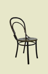 Венский стул на однотонном фоне
