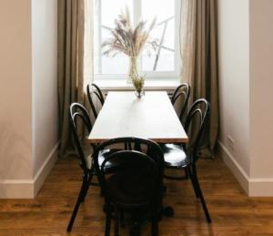 Деревянные венские стулья Bent в кафе